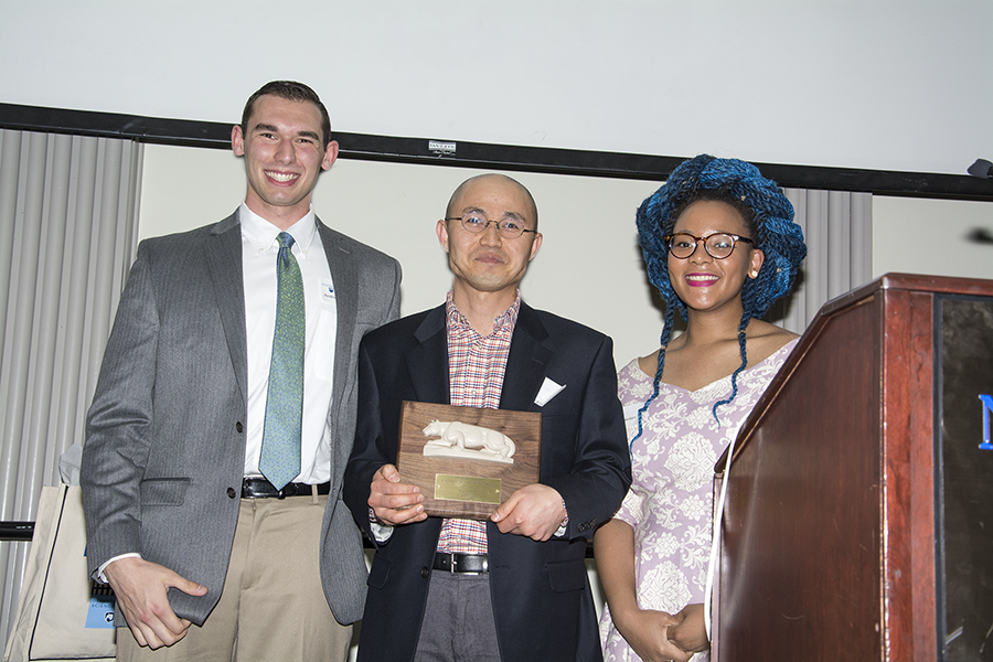 Hojong Kim Receives the Faculty Award at the Spring 2018 Awards Banquet